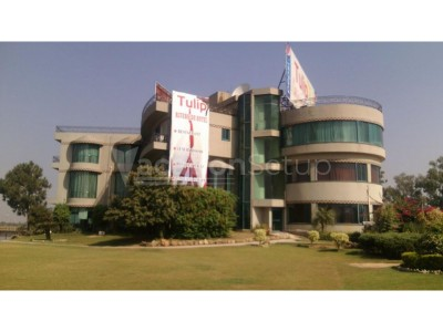Tulip Riverside Hotel And Restaurant Gujrat - Twin Bed Room