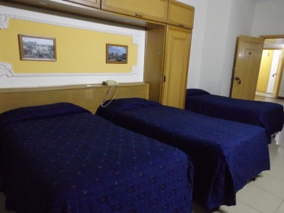 Hotel De Mall - Triple bed Suite
